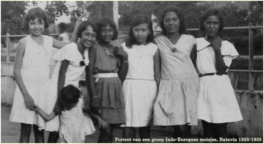 collectie_tropenmuseum_portret_van_een_groep_indo-europese_meisjes_batavia_tmnr_60031694-cr