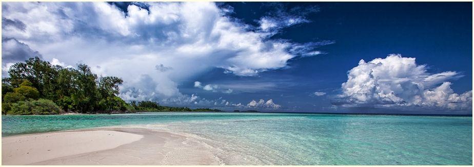 white-sand-beach-2252020_1920-cr-up-ir